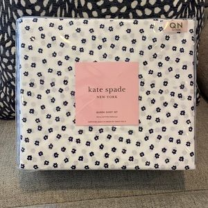 Kate Spade White/Navy Mini Floral 4PC Queen sheets